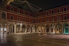 Campo San Giacomo di Rialto, Venezia (jacqueline.poggi) Tags: italia italie italy venezia venice venise arcade architecture architettura camposangiacomodirialto galerie galleria atnight