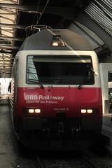 SBB Lokomotive Re 460 048 - 2 mit Taufname Züri Wyland mit Werbung RailAway ( Werbelokomotive seit 02.12.14 => Hersteller SLM Nr. 5525 - ABB => Inbetriebnahme 1993 ) am Bahnhof Zürich HB im Kanton Zürich der Schweiz (chrchr_75) Tags: chriguhurnibluemailch christoph hurni schweiz suisse switzerland svizzera suissa swiss chrchr chrchr75 chrigu chriguhurni 1503 märz 2015 hurni150319 bahn eisenbahn schweizer bahnen train treno zug albumzzz201503märz albumbahnenderschweiz albumbahnenderschweiz201516 sbb cff ffs werbelokomotive re 460 lokomotive re460 albumsbbre460 schweizerische bundesbahn bundesbahnen lok albumbahnsbbre460werbelokomotiven juna zoug trainen tog tren поезд паровоз locomotora lokomotiv locomotief locomotiva locomotive railway rautatie chemin de fer ferrovia 鉄道 spoorweg железнодорожный centralstation ferroviaria