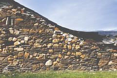 Pradilla (León) (estersinhache) Tags: mountain landscape bluesky paisaje fields grassland león sunnyday pradilla