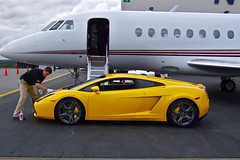 Larry final touch up on Lamborghini Gallardo