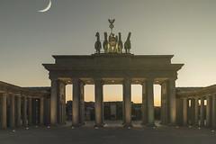 337 (Rafi Moreno) Tags: parqueeuropa torrejondeardoz puertadebrandeburgo spain espaa 365proyect proyecto365fotos canon rafi luna moon vintage retro hipster pale soft monumentos
