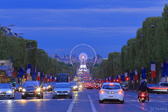 Champs-lyses (tomosang R32m) Tags: arcdetriomphe france paris    lavenuedeschampslyses  champslyses yakei night nightview   road  arcdetriomphedeltoile