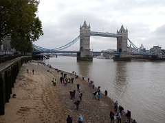 Crowds gathering on the foreshore - half an hour after opening (Thames Discovery Programme) Tags: thamesdiscoveryprogramme toweroflondon riverthames london community archaeology foreshore fth01