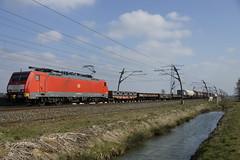 DB Schenker Rail 189 043-3 (9180 6189 043-3 D-DB) met gemengde goederentrein richting Kijfhoek over de Betuweroute bij Angeren 13-03-2015 (marcelwijers) Tags: de over rail db route met ddb bij 189 betuwe schenker richting 043 betuweroute 6189 9180 angeren 0433 kijfhoek goederentrein gemengde 13032015