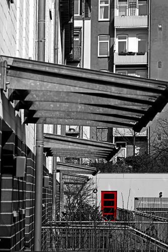 "Die rote Tür • <a style=""font-size:0.8em;"" href=""http://www.flickr.com/photos/69570948@N04/16647803917/"" target=""_blank"">Auf Flickr ansehen</a>"