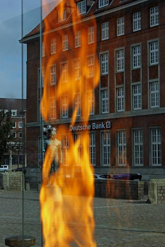 "Das Olympische Feuer Kiel 2 • <a style=""font-size:0.8em;"" href=""http://www.flickr.com/photos/69570948@N04/16739576740/"" target=""_blank"">View on Flickr</a>"