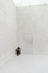 I sit here alone (Whit Of Wit) Tags: sculpture art museum architecture austria voralberg alone kunsthaus bregenz vorarlberg peterzumthor