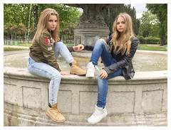 Shanna and Britney at the Fountain (Doyle Wesley Walls) Tags: park trees girls portrait paris sexy nature water fountain beautiful face donna mujer women pretty foto fotografie faces retrato feminine femme cara bonito longhair charm portrt jeans lindo photograph blonde bonita rubia denim mooi females lovely charming fotografia bb portret guapa britney hermosa ritratto sb jackets beau shanna fminin fotografa bello faccia blondin schn vacker kobieta parisiennes smuk kaunis frumos pikny fallegur blondine 2485 joininghands smartphonephoto  skjnn  iphonephoto   blondnka doylewesleywalls filleena