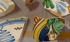 scne de mnage (1) (canecrabe) Tags: dbris tesson cramique majolique faence ischia ischiaponte