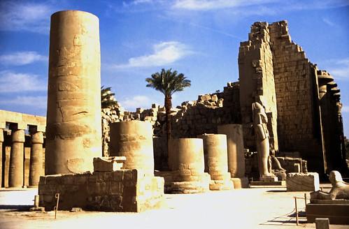 "Ägypten 1999 (335) Karnak-Tempel:  Kiosk des Taharqua im Großer Hof, Tempel des Amun-Re • <a style=""font-size:0.8em;"" href=""http://www.flickr.com/photos/69570948@N04/28514789773/"" target=""_blank"">View on Flickr</a>"