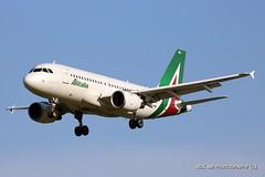 EI-IMG Alitalia Airbus A319-112 (Nick Air Photography) Tags: nickairphotography eiimgalitaliaairbusa319112 approaching milanlinate img9349 canoneos760d bluesky