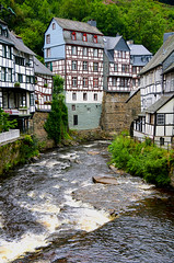 Harry Potter Style... (RALPHKE) Tags: monschau montjoie idyllic townscape rurriver river halftimberedhouses eifel travel flickr 2016 canoneos750d canon harrypotterstyle germany