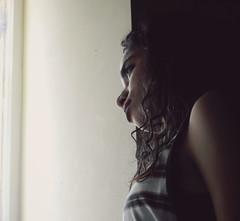 Canela (leonardomuoz99) Tags: woman bella retrato ventana nikon coolpix p500 nikoncoolpixp500 morena
