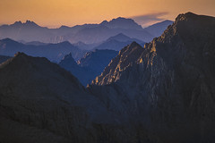 Summit of Mt. Whitney at sunset, Sequoia National Park CA (arbabi) Tags: america california inyocounty mountrussell mountwhitney seanarbabi sierra sierranevada uswest usa alpine highestpoint jagged landscape longlens mountains nature peaks rocks rocky summit sunset mtwhitney mountainrange dusk