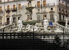 Friday Colours - Fontana Praetoria (Pushapoze) Tags: fontanapretoria piazzadellavergogna italia italy sicily palermo