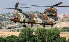 Chinook landing (Ignacio Ferre) Tags: famet lecv spain spanisharmy espaa military landing aircraft airplane avin aviation helicptero helicopter boeing boeingch47d chinook nikon