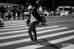 EvanIshida_Jornal01Set-2 (Evan Ishida) Tags: sopaulo so paulo sp sampa saopaulo brazil brasil jornalismo fotojornalismo journalism ato manifestao protesto direitos civis cidadania cidado povo fotgrafos rua paulista avenida foratemer diretas policiais policia police escudo gas lacrimogeneo bombas capacete mascara helicoptero aguia pb bw pretoebranco blackandwhite street urban press midia news politics politica
