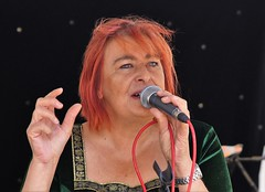 Caroline (dlanor smada) Tags: openmic aylesbury bucks singers musicians