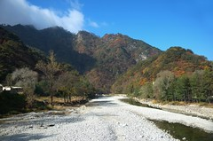 Valley near Myongyang (Frühtau) Tags: dprk north korea landscape landschaft valley canyon river rock felsen fluss tal beauty scenic view autumn myongyang korean asia asian east nordkorea scenery 朝鲜 朝鮮 cháoxiān 地 outdoor корея северная كوريا الشمالية 北朝鮮 corea del norte corée du nord coreia do coréia เกาหลีเหนือ βόρεια κορέα