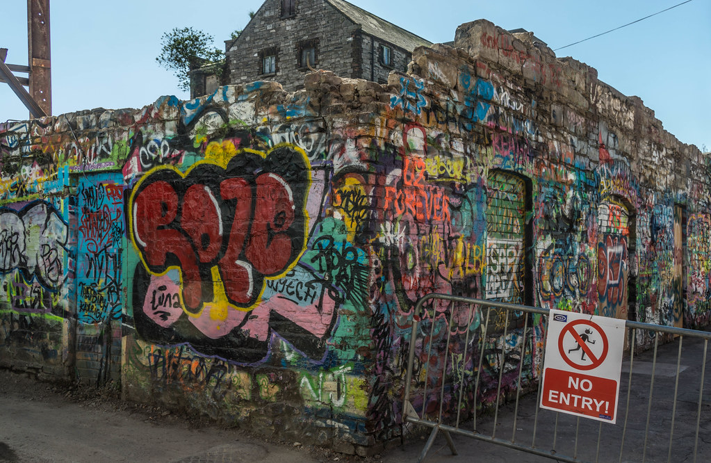 WINDMILL LANE STUDIO HAS BEEN DEMOLISHED { THE GRAFFITI WALLS ARE STILL STANDING] REF-103777