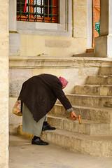 Istanbul (Luciano ROMEO) Tags: donna islam uomo donne niqab strade nero velo vita burqa vecchio turchia burka corano maometto burqu giovane paranja religiosi istabbul bourkha chadri burcka burqa