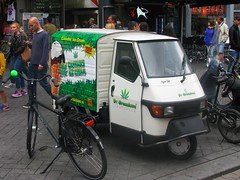Cannabis Ice Cream (streamer020nl) Tags: amsterdam 020816 2016 holland nl nederland netherlands paysbas cannabis icecream ijs greenlove damrak piaggio ape 50