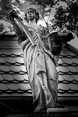 Engel / Angel / Anio (Heidi St.) Tags: dachziegel dolnolskie dolnylsk engel friedenskirche gewand grabmal hirschberg jeleniagra kreuz niederschlesien polen polska schlesien schwarzweis