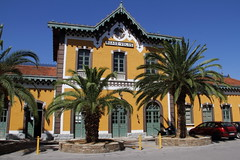 VOLOS, GREECE. (Andrew Mansfield - Sheffield UK) Tags: volos greece station railwaystation volosrailwaystation trains railways tren treni treno ferrocarril building stationbuilding ose