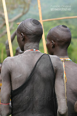 Surma, Ethiopia - Surma, Ethiopie (Patricia Ondina) Tags: ethiopie etiopia ethiopia thiopien africa african eastafrica afriquedelest valledelomo omovalley omo omoriver rivireomo africanrift riftafricainpeuplesdelomoomopeople ethnologie ethnology ethnic ethnie tribu tribe tribal etiopien etiopija etiopa etiyopya etipia culture hair hairstyle donga sagine stickfighting combataubton