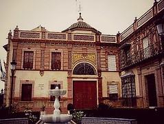 Ayuntamiento de Paradas (Rosaternero) Tags: plaza sevilla spain pueblo fuente encanto ayuntamiento paradas maravilla lospatos geografíahumana