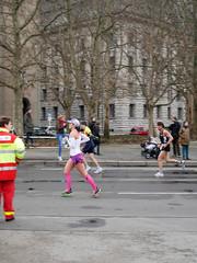 Der Halbmarathon. / 29.03.2015 (ben.kaden) Tags: berlin sport berlinmitte halbmarathon laufsport grunerstrase 29032015