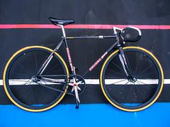 #giro #meccanico #OldSchool (funkyruru) Tags: postprocessed bike hsinchu taiwan cycle fixie fixedgear pista velodrome giro trackbike meccanico njs trackfever olympusomdem5 mzuikodigital1250mmf3563ez hsinchuvelodrome