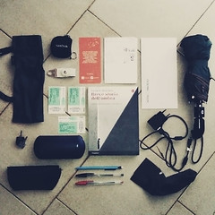 what's in my bag (04 aprile 2015) (juri_kid_a) Tags: digital umbrella keys notes digitale whatsinyourbag pens whatsinmybag penne bookmark ombrello memorycards usbkey phonecharger