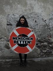 Weltflchtlingstag 2016 - Schwaz (junge-gruene.at) Tags: schwaz tirol jungegrne mauer menscen rettungsring rettungsreifen flchtlinge worldrefugeeday weltflchtlingstag