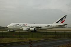Air France B-747-428 F-GITF Airport Charles De Gaule 21-11-14a (mugicalin) Tags: b747 b747428 b747400 boeing boeing747 airfrance fgitf cdg airportcharlesdegaulle fujifilm fujifilmfinepix finepix bleublancrouge aircraft 2014