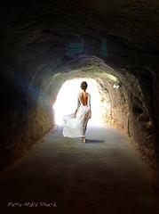 Vers la lumiere ... ( P-A) Tags: dfildemode style rve songe mirage imagination silhouette femme fille dfil caverne tunnel galerie mineur photos simpa