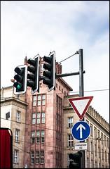 20160721-009 (sulamith.sallmann) Tags: zeichen ampel berlin building deutschland gebude germany haus house mitte signs symbol trafficlights verkehrsschild verkehrszeichen deu sulamithsallmann