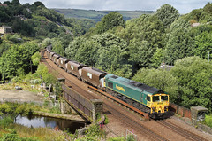 Moving The Ferrybridge Stockpile. (neilh156) Tags: railway 66509 gauxholmeviaduct gauxholme todmorden caldervalley coaltrain 6m09 class66 freightliner flhh fred