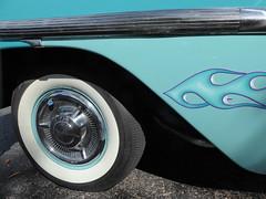 Wheaton, IL, Cantigny Park Classic Car Show, Decoration and White-Wall Tire (Mary Warren (7.3+ Million Views)) Tags: wheatonil cantignypark classiccar vehicle car wheel whitewall rim