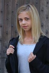 Zoë (RURO photography) Tags: teen teenager teenagegirl 13 girl lier belgium belgique belgië schoolgirl schoolmeisje preteen prettenager model photomodel blond blondine blondje begijnhof pink jeans jeansshort short