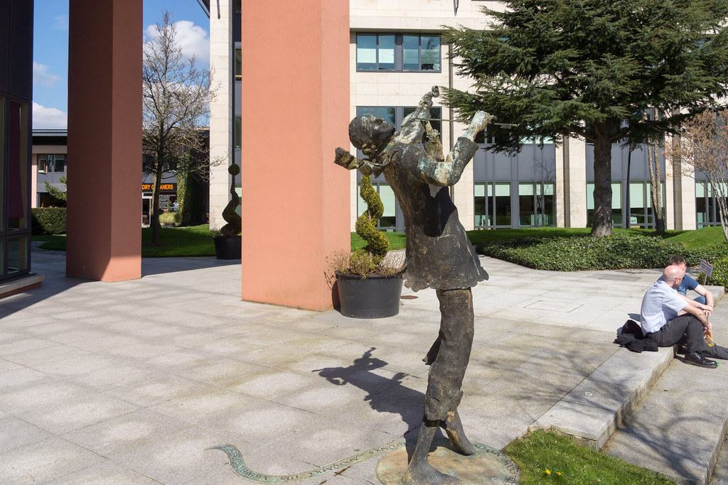 BRONZE FIDDLER [CITYWEST CAMPUS]-103319