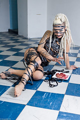 IMG_0427 (m.acqualeni) Tags: sexy girl tattoo dreadlocks trash blood punk nu bondage yeux bleu manuel gore blonde dread thrash dreads manu bas sang fille dreadlock vhs photographe bleus percing cervelle jaretelle acqualeni