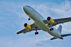 #aircraft #airplane #airport #fly #takeoff #landing #aproche #brussels #vueling #jet #avions #aroport #ciel #sunset  #speed #instagram (adil_benchekroun) Tags: brussels airplane fly airport aircraft jet landing takeoff vueling aproche