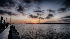 the sun sets at graves end (Dr Kippy) Tags: sunset sun sunlight thames river dusk gravesend sigma1020mm sigma1020mmf456 canon400d