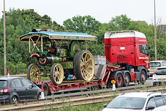 NK07 EUM PRESTONS OF POTTO with their own Burrell Traction Engine AO 6302  as a load (Barrytaxi) Tags: forest m1 leicester services