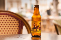 Cacolac en el Clapotis (Nathalie Le Bris) Tags: cacolac bouteille bottle verano t summer terrasse caf chaise chaire silla table mesa