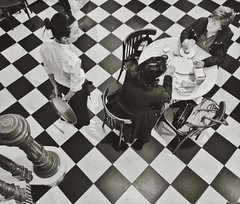 #floor #chess #blackandwhite #cafe #horchateria #santacatalina #horchateriasantacatalina #valencia (.taz.) Tags: instagramapp square squareformat iphoneography uploaded:by=instagram reyes valencia spain horchateria santacatalina horchateriasantacatalina blackandwhite chess floor caf