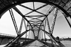Alte Harburger Elbbrcke (michael_hamburg69) Tags: hamburg germany deutschland river fluss elbe elbbrcke bridge alteharburgerelbbrcke 1899 stahlbogenbrcke stahl steel sderelbe steelarchbridge