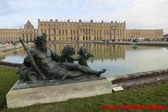 Jardins du Chateau de Versailles - Pareterre d'eau (soyouz) Tags: fra france geo:lat=4880559510 geo:lon=211881906 geotagged ledefrance versailles chateaudeversailles chateau patrimoineunesco fontaine sculpture statue 78yvelines francela