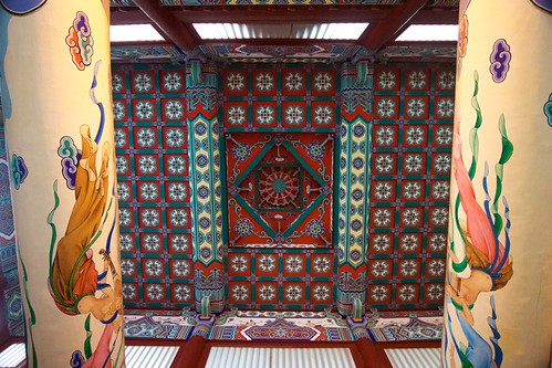 Great Buddha Hall (弥陀宝殿, mítuó bǎodiàn) ceiling
